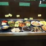 築地 創菜工房 goo - 大皿のお惣菜が30種類くらいありました。