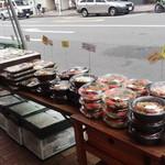築地 創菜工房 goo - 普通のお弁当も売ってます。