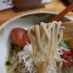 そば二十三 - 釜揚げシラスと生青海苔あんかけ蕎麦 冷製;麺はこんな感じ