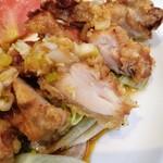 餃子の王将 - 油淋鶏アップ 鶏もも肉はいろんな食感のところがあって好き