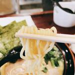 大黒家 - とんこつ醤油ラーメン 麺リフト