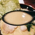 大黒家 - とんこつ醤油ラーメン スープリフト