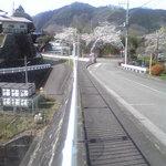 喜庵 - 店へ続く坂道