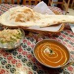 ガラムマサラ - チキンカレー、ナン、サラダ、ドリンクのBセット 税込750円