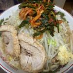 ラーメン二郎 - 小ラーメン(780円)+ニラキムチ(80円)、ニンニクコール