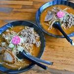 富良野ラーメン問屋 - 料理写真:肉味噌ラーメン(大盛り)(左)& 肉味噌ラーメン