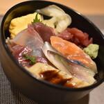 すしいち - 海鮮丼八種(900円)2020年9月