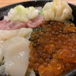 137416217 - 三食丼