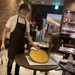 Focacceria la Brianza - ファリナータ(ひよこ豆の粉)を銅板オーブンで20ー30分焼いた無発酵パン
