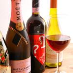 三ッ寺バル SHARE - ワインも常時50種以上をご用意しています。