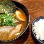 吉山商店 - 濃厚魚介焙煎ごまみそ(ちび)らーめん_700円と小ライス_100円