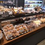 ディーン&デルーカ カフェ - 店内ベーカリーコーナー