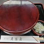 尾張屋 - 丼ぶりには蓋がついての配膳です。