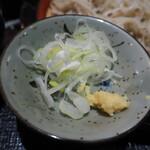 喉越しの蕎麦晴朗 - 薬味は生姜とネギでさる蕎麦は山葵だった