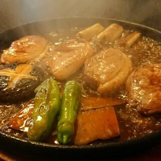 手打ちそば処・縁 - 料理写真:鴨焼せいろ ¥1500 ジュージューサウンドが湯気とともに運ばれる。