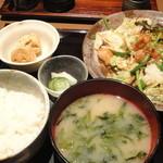 13743736 - もつ野菜炒め(1000円)