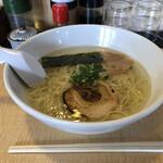 博多塩ラーメン 城 - 料理写真:塩ラーメン¥650
