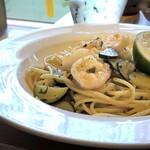 イタリアン食堂 NUKUNUKU - ◆パスタは「小海老とズッキーニのスパゲティ、かぼす風味」・・小海老も美味しくかぼす風味ですので、 サッパリした味わい。ボリュームもあります。