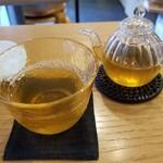麻布十番庵 - 加賀棒茶。