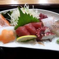 小さな和風レストラン 笑福-サーモン、烏賊、赤身、カンパチ、蛸、真鯛