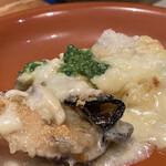 炭火とワイン 京都駅前店 - 牡蠣は旨みたっぷりで里いもはホクホクです。美味しいグラタンでした✧︎