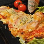 エム - M特製ナンピザ☆ナン生地をベースにピザを作ってみました!大人気です^^
