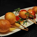 エム - 料理写真:チーズボールのフルーツピューレがけ♪3種類の味が楽しめます!