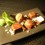 エム - 料理写真:チョコレート5種盛り♪たまにレアチョコがでるかも?