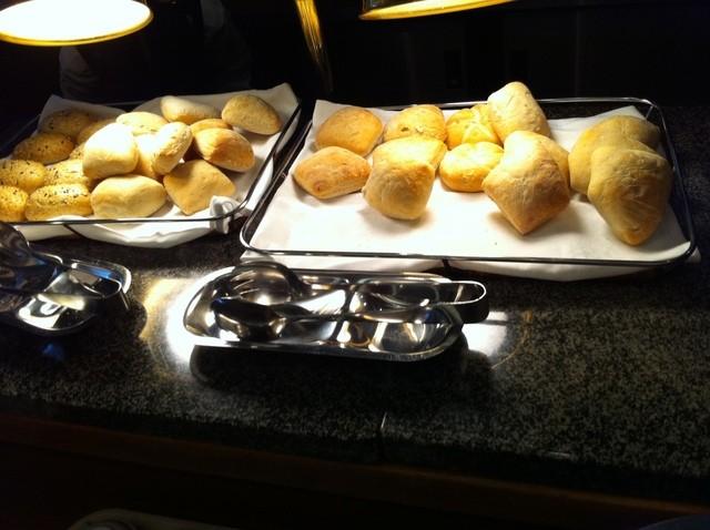SERIO - 焼きたてのパンも!