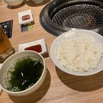 焼肉 北砂トラジ - わかめスープ、ご飯