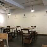 洋食屋ナカムラ - 座った席から見た店内