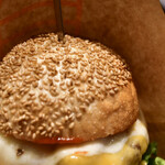 自由が丘バーガー - チーズバーガーRegular@1,500円+白糖酪恵舎のスカルモッツァ(燻製)@500円:クラウン