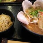 福ちゃんラーメン - 料理写真:炒飯は連れのやつです。食べましたけど(*´∀`)♪