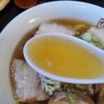 喜多方ラーメン坂内東部店 - 豚骨ベースのあっさりした美味しいスープですよ!