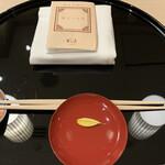 日本料理 華の縁 - 先ずは「縁を結ぶ」という意味の盃を交わします…とは言っても、全員お酒が飲めないので、「レモン水」でした(笑)