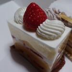 パティスリー サヴール オン ドゥスール - 苺のショートケーキ