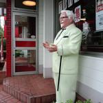 ケンタッキーフライドチキン - 入口のカーネルおじさん