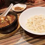 137469596 - 石焼麻婆豆腐と刀削麺