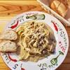 カーサデルファーロ - 料理写真:蟹味噌ときのこのクリームソースパスタ 1000円 バゲット 150円
