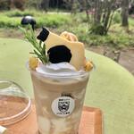 ポコ ポコ - ドリンク写真:牧場を救うミルクジャムフラッペ990円(税込)