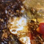 一新亭 - カレーとハヤシの下には白飯