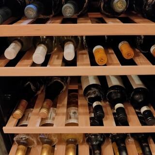 イタリア産ワインを豊富にご用意。カフェメニューもございます