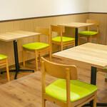 東京桃果 フルーツ ガーデン - ゆったりとした2名テーブル