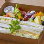 東京桃果 フルーツ ガーデン - テイクアウトサンドイッチとフルーツBOX