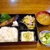 通路 - 料理写真:焼き魚定食(鰤)580円