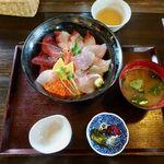 地魚料理 信 - 料理写真:おまかせ海鮮丼(海賊丼) 1700円