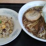 にい好 - 料理写真:ラーメンと半チャーハン950円