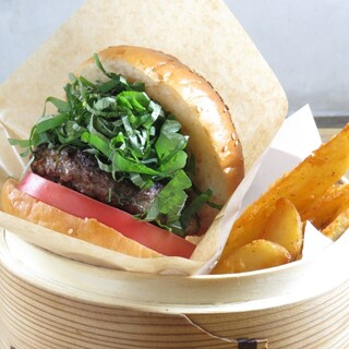SHISOBURGER/紫蘇を使ったハンバーガー