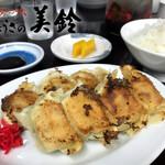 美鈴 - 料理写真:餃子 500円