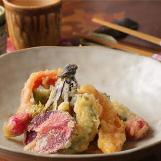 赤羽愛あふれる料理の数々!遊び心満載のオリジナル料理◎